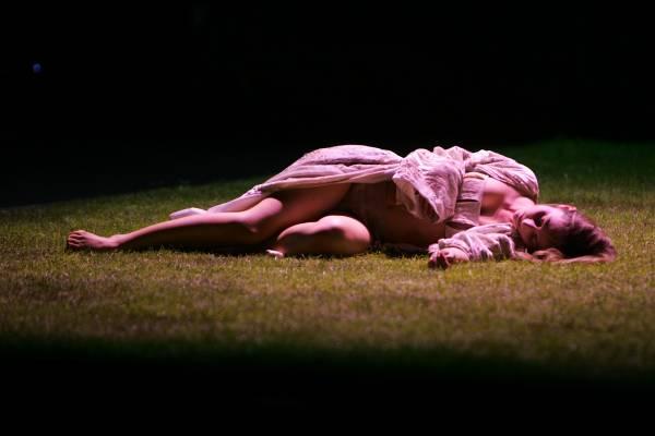 HAMLET (UN SONGE) , mise en scene de Georges LAVAUDANT,au theatre de l'ODEON (pour la reouverture), du 27 avril au 27 mai 2006. Avec:  Anna CHIRESCU. (photo by Pascal Victor/ArtComArt)
